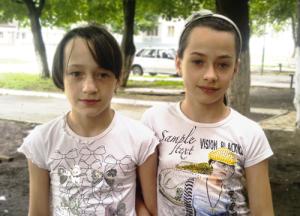 Айшат и Сумайя - с виду вполне счастливые дети