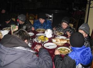 Также для детей был проведен благотворительный  обед в кафе