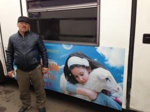 Барон Маскаев один из тех водителей, который бесплатно помогает фонду отправлять инвалидные кресла, посылки для сирот