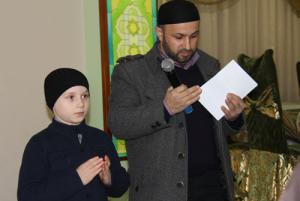 """Руководитель фонда """"Солидарность"""" в Дагестане Ибрагим Махтибеков и ученик школы хафизов Изуддин"""